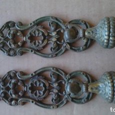 Antigüedades: 2 PRECIOSOS TIRADORES PUERTA ARMARIO. Lote 110015927