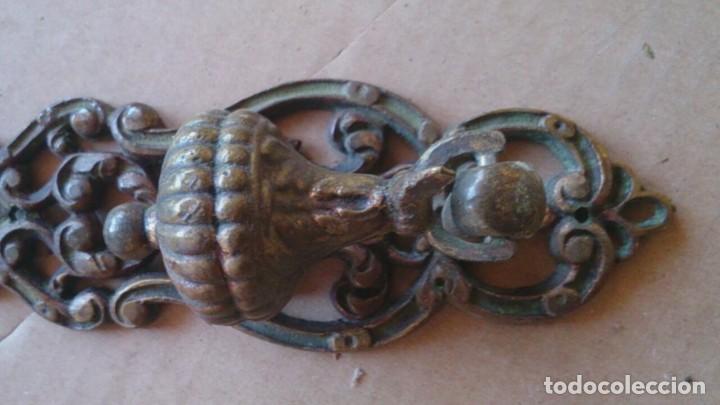 Antigüedades: 2 PRECIOSOS TIRADORES PUERTA ARMARIO - Foto 5 - 110015927