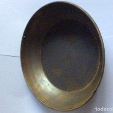 Antigüedades: PLATO HONDO DE BALANZA ROMANA 26,5 CMS. DIÁMETRO CON LOS 3 AGUJEROS PARA COLGAR. Lote 233456975