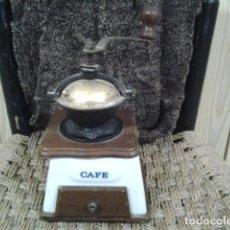Antigüedades: MOLINILLO DE CAFE. MADERA Y CERAMICA . Lote 110089099