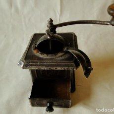 Antigüedades: MOLINILLO DE CAFE ANTIGUO ELMA, DE CHAPA. Lote 110094115