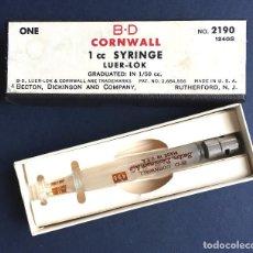 Antigüedades: ANTIGUA JERINGUILLA B-D CORNWALL 1 ML CC LUER-LOK BECTON DICKINDON MADE IN USA EN SU CAJA. Lote 110120819