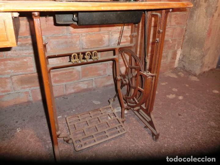 Antigüedades: MAQUINA COSER ALFA CLÁSICA ANTIGUA CON MESA METÁLICA - Foto 3 - 110126267