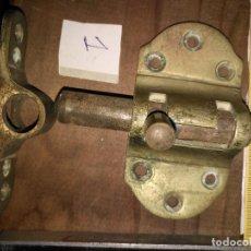 Antigüedades: GRAN PESTILLO GRANDE BRONCE DE CAMAROTE DE BARCO . VER TAMAÑO . Lote 110251443