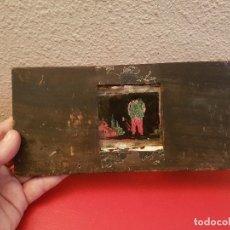 Antigüedades: ANTIGUO CRISTAL VISOR LINTERNA MAGICA IMAGEN PINTADO MADERA PROYECTOR TEATRO S XIX. Lote 110459483