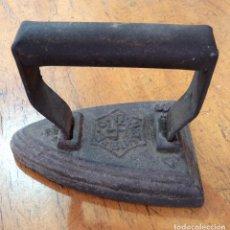 Antigüedades: PLANCHA BURDIÑOLA - CON ESVÁSTICA. Lote 110530343