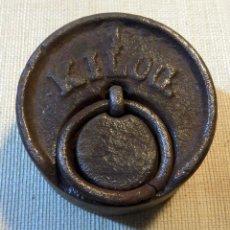Antigüedades: ANTIGUA PESA O PONDERAL DE UN KG. SIN MARCAS.. Lote 110537551