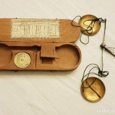 Antigüedades: BALANZA DE PLATERO FRANCESA. CON PONDERAL COMPLETO. Lote 110594683