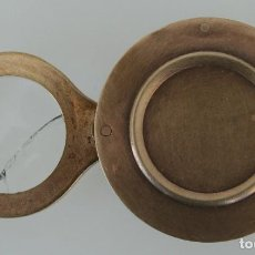 Antigüedades: CURIOSA RARA PIEZA DE COLECCIÓN: ANTIGUA LUPA INGLESA ABATIBLE DE BRONCE DE SOBREMESA O BOLSILLO. Lote 110634031