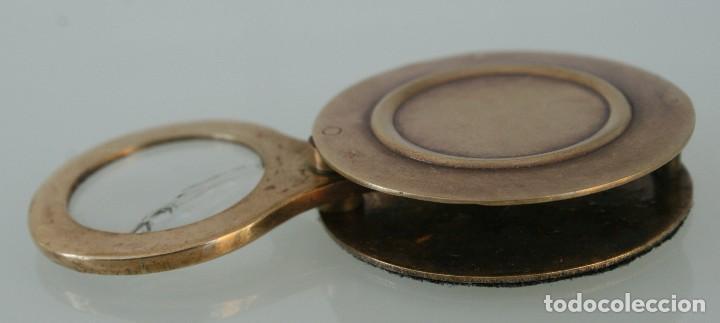 Antigüedades: CURIOSA RARA PIEZA DE COLECCIÓN: ANTIGUA LUPA INGLESA ABATIBLE DE BRONCE DE SOBREMESA O BOLSILLO - Foto 4 - 110634031