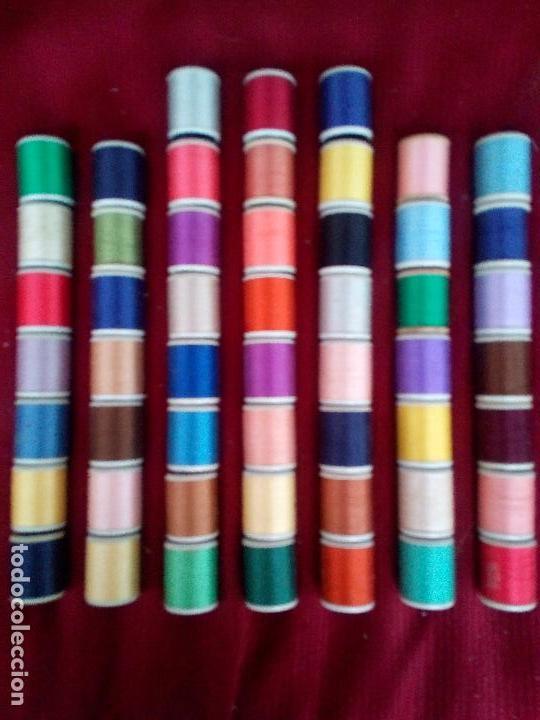 LOTE 52 ANTIGUOS CARRETES DE HILO FABRA COATS COLOR SOLIDO (Antigüedades - Técnicas - Máquinas de Coser Antiguas - Complementos)