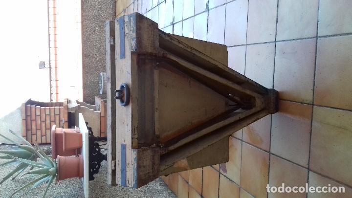 Antigüedades: ANTIGUA BASCULA ROMANA DE BRAZO FRONTAL Y CON CUATRO PESAS DE HIERRO - Foto 5 - 110654979