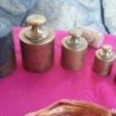 Antigüedades: JUEGO DE PESAS ORIGINALES EN BRONCE. PONDERALES. 7 PIEZAS.. Lote 110789991