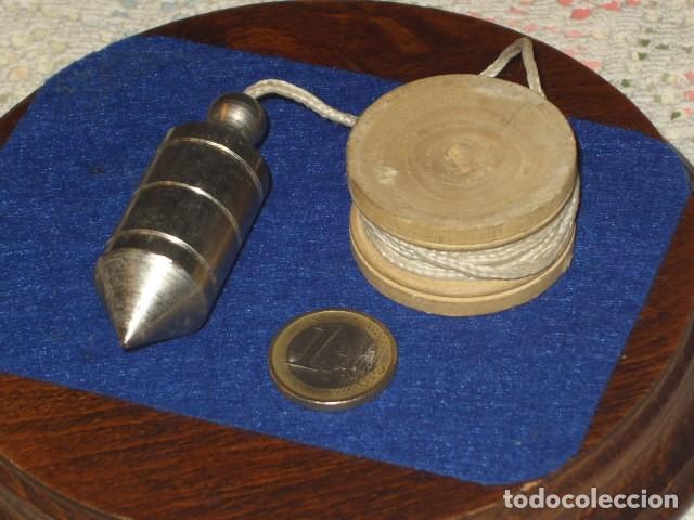 PEQUEÑO NIVEL,PLOMADA. (Antigüedades - Técnicas - Herramientas Profesionales - Albañileria)