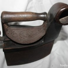 Antigüedades: ANTIGUA PLANCHA DE CARBON CON ESVASTICA NAZI, DE ELORRIO, VIZCAYA. Lote 111047275