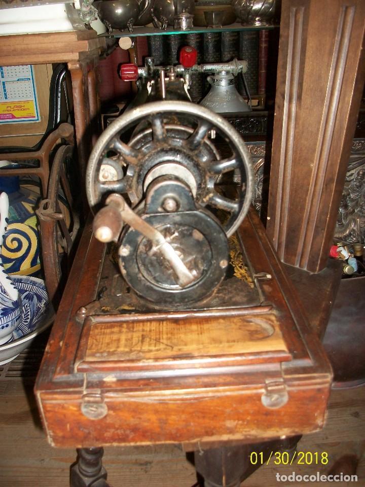 Antigüedades: ANTIGUA MAQUINA DE COSER SINGER-FUNCIONA - Foto 3 - 111055247