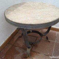 Antigüedades: ANTIGUA MESA DE MARMOL Y HIERRO FORJADO. Lote 111291695