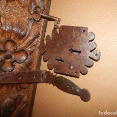 Antigüedades: CERRADURA CON LLAVE DEL FORJA DEL XVIII .. FLOREADA . Lote 111299291
