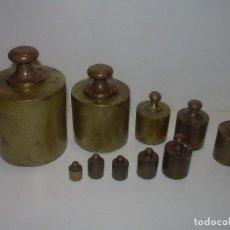 Antiques - ANTIGUO JUEGO DE PESAS.....DESDE 1 KG. A 5 GRM....TOTAL 10 PESAS...ALGUNAS MARCA ARENYS. - 111328255