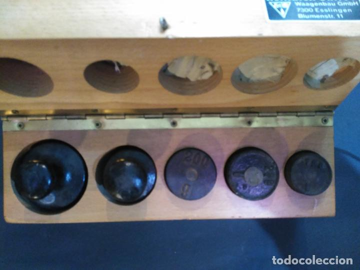Antigüedades: MAGNIFICA CAJA ESTUCHE 5 PESAS PONDERALES 1 X 100 GRAMOS 2 X 200 G,1 X 500 GM 1X KG GRABADO EL PES - Foto 3 - 111329847