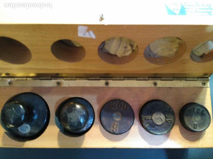 Antigüedades: MAGNIFICA CAJA ESTUCHE 5 PESAS PONDERALES 1 X 100 GRAMOS 2 X 200 G,1 X 500 GM 1X KG GRABADO EL PES - Foto 7 - 111329847