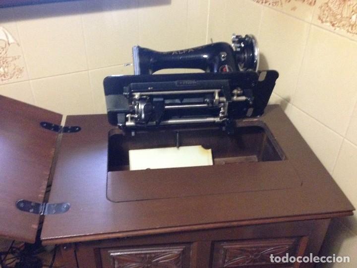 Antigüedades: maquina de coser Alfa con mueble castellano - Foto 3 - 111448103