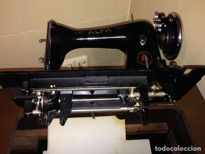 Antigüedades: maquina de coser Alfa con mueble castellano - Foto 4 - 111448103