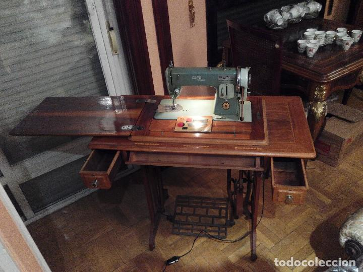 Antigüedades: Maquina de coser ALFA con mueble - Foto 2 - 111498387