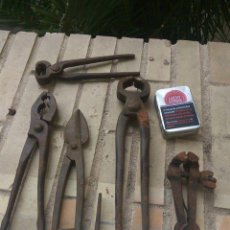 Antigüedades: LOTE DE HERRAMIENTAS ANTIGUAS - GATO HIERRO FORJADO - TENAZAS - ALICATES Y TIJERAS. Lote 111506255
