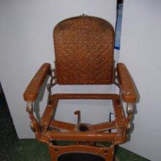 Antigüedades: SILLÓN DE BARBERO PELUQUERO BARBERÍA MARCA ONIC. Lote 111530887