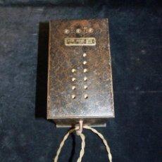 Antigüedades: ELEVADOR REDUCTOR CON LIMITA TENSIÓN. DCA MOD. D-180. AÑOS 30. Lote 111662803