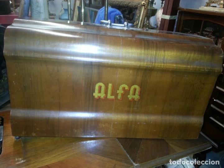 Antigüedades: Máquina de coser Alfa - Foto 3 - 111723787