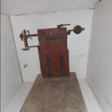 Antigüedades: BASCULA DE MADERA ANTIGUA RECOGIDA EN PROVINCIA BARCELONA. Lote 111858063