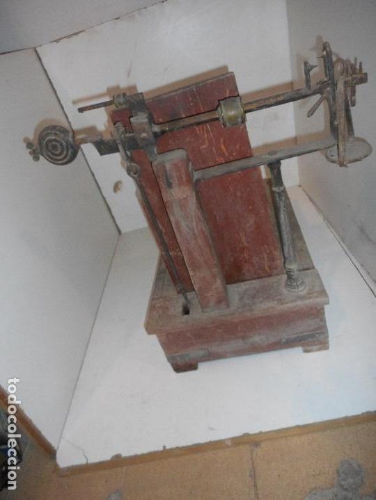 Antigüedades: bascula de madera antigua recogida en provincia barcelona - Foto 5 - 111858063