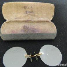 Antigüedades: GAFAS TIPO VELAZQUEZ CON SU FUNDA. Lote 111924359