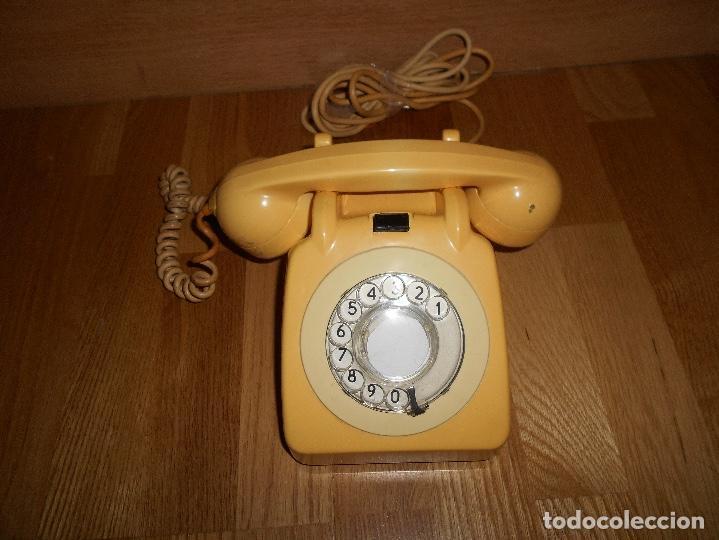 TELEFONO ANTIGUO COLOR HUESO AÑOS 70 ORIGINAL Y FUNCIONAL TIPO INGLES PERO ESPAÑOL RARO (Antigüedades - Técnicas - Teléfonos Antiguos)