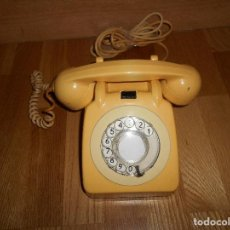 Teléfonos: TELEFONO ANTIGUO COLOR HUESO AÑOS 70 ORIGINAL Y FUNCIONAL TIPO INGLES PERO ESPAÑOL RARO. Lote 111949879