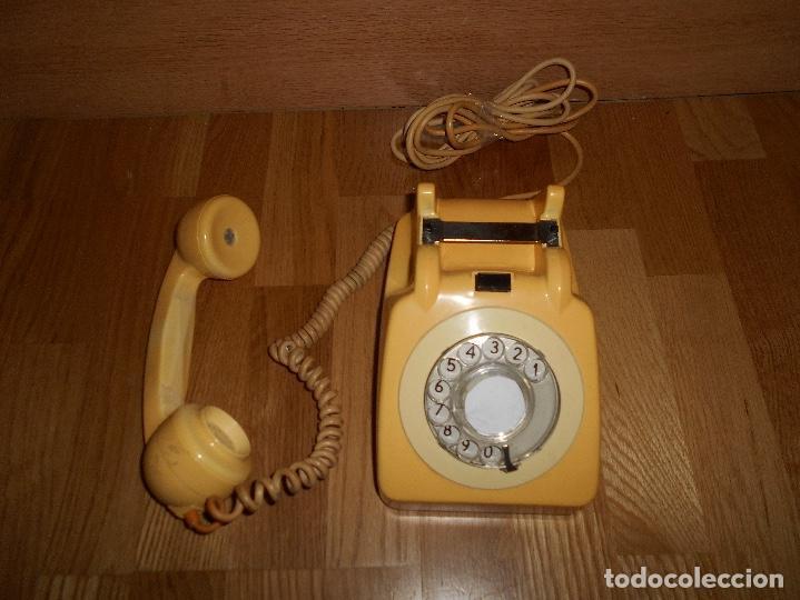 Teléfonos: TELEFONO ANTIGUO COLOR HUESO AÑOS 70 ORIGINAL Y FUNCIONAL TIPO INGLES PERO ESPAÑOL RARO - Foto 2 - 111949879
