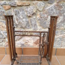 Antigüedades: ALFA. MESA O PATAS DE MAQUINA DE COSER. TODO ORIGINAL.. Lote 112044587