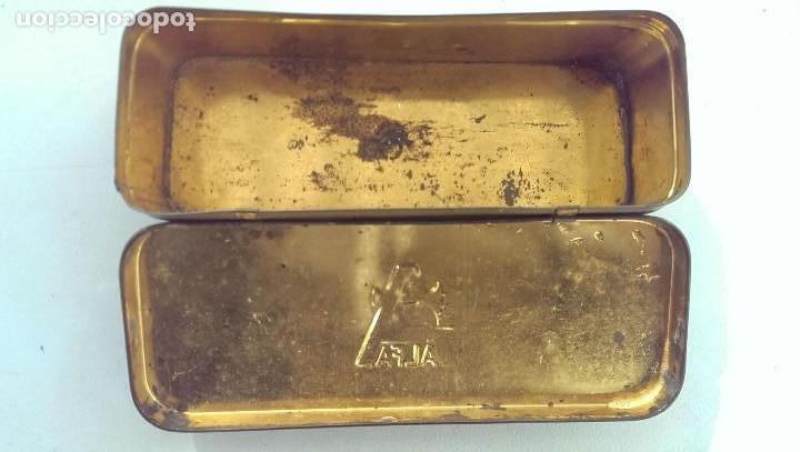 Antigüedades: antigua caja metalica maquina de coser Alfa coleccion - Foto 2 - 112101551