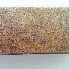 Antigüedades: ANTIGUA CAJA METALICA MAQUINA DE COSER ALFA COLECCION. Lote 112101551