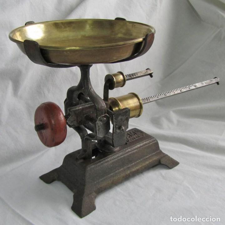 ANTIGUA BALANZA DE MARCA FAMI. FUNCIONA PERFECTAMENTE (Antigüedades - Técnicas - Medidas de Peso - Balanzas Antiguas)
