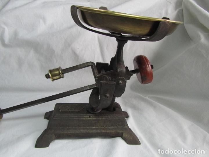 Antigüedades: Antigua balanza de marca FAMI. Funciona perfectamente - Foto 14 - 112124163