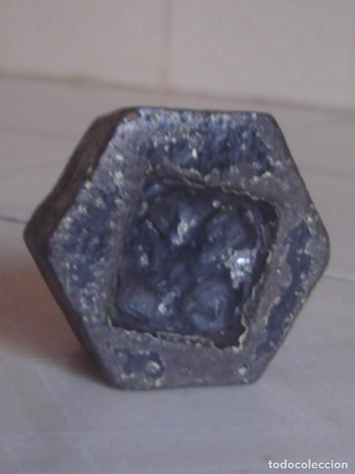 Antigüedades: Juego de 3 x pesa hexagonal de hierro de 2 hectogramos, 1 hectogramo y 1/2 hectogramo. - Foto 4 - 112216583
