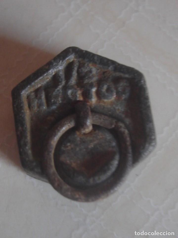 Antigüedades: Juego de 3 x pesa hexagonal de hierro de 2 hectogramos, 1 hectogramo y 1/2 hectogramo. - Foto 5 - 112216583
