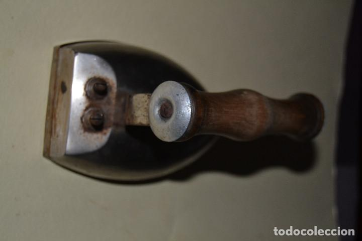 Antigüedades: PLANCHA DE HIERRO PEQUEÑA ELECTRICA - Foto 2 - 113863522