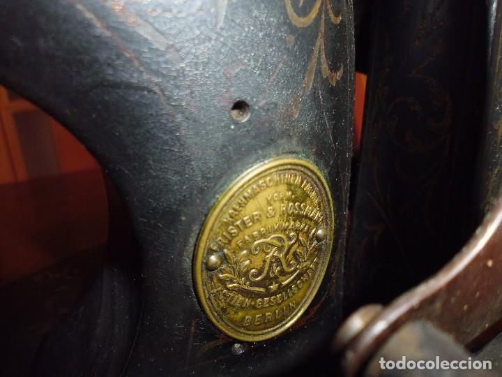 Antigüedades: Maquina de Coser restaurada la marquetería y bien conservada la maquinaría - Foto 2 - 112305563