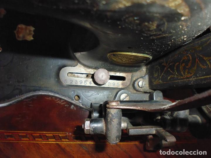 Antigüedades: Maquina de Coser restaurada la marquetería y bien conservada la maquinaría - Foto 8 - 112305563