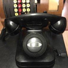 Teléfonos: ANTIGUO TELÉFONO SOBREMESA DE TELEFÓNICA EN BAQUELITA NEGRA CON MAGNETO.. Lote 112421827