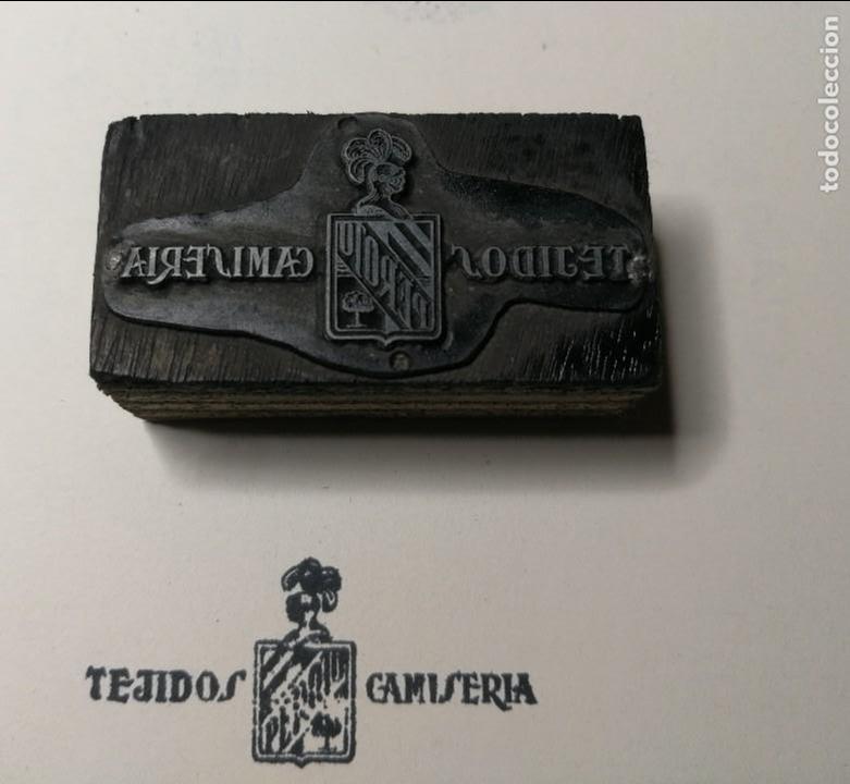 TEJIDOS CAMISERÍA PEROTO.ANTIGUO TAMPÓN.SELLO DE IMPRENTA.CUÑO DE MADERA. CLICHÉ. (Antigüedades - Técnicas - Herramientas Profesionales - Imprenta)